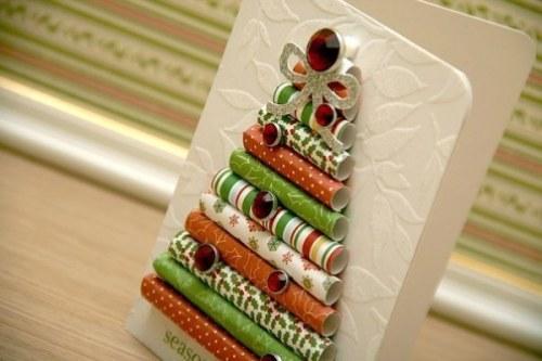 Открытка в подарок с елочкой из разноцветных трубочек