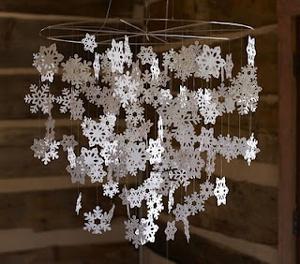 Снежинки, шишки и снеговики