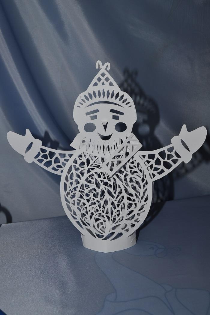 Новогодняя вытинака снеговик