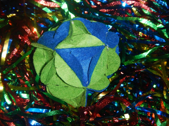 Новогодние шары из фетра на елку