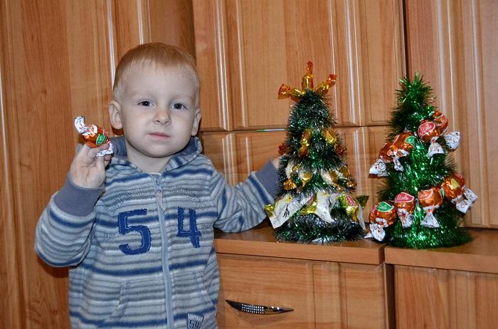 Новогодняя елка из конфет своими руками