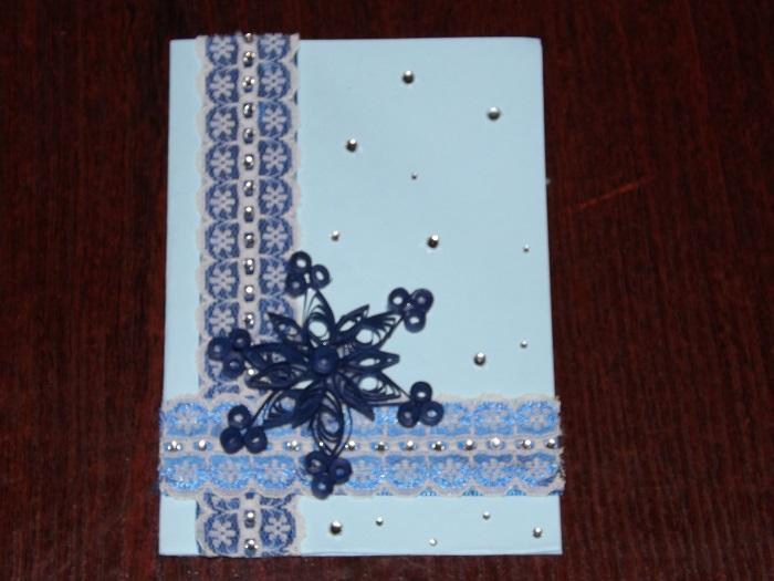 Рождественская или новогодняя открытка в технике квилинг своими руками