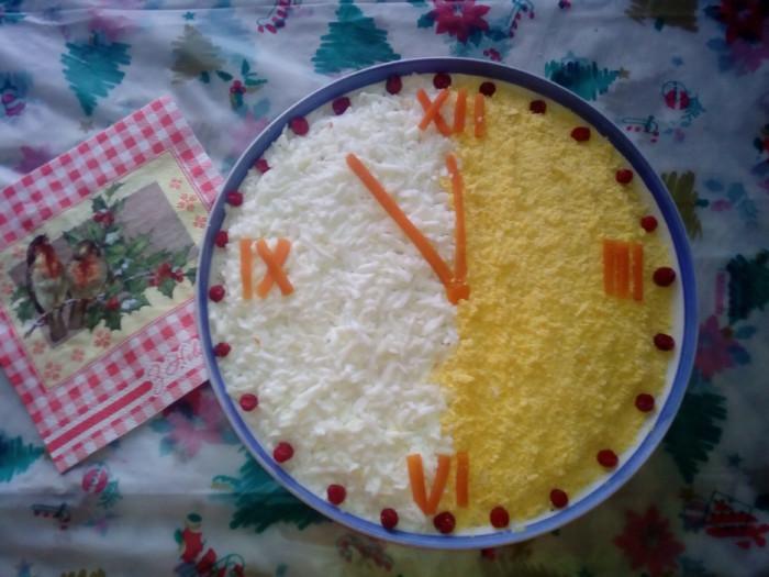 Как украсить новогодний салат Мимоза