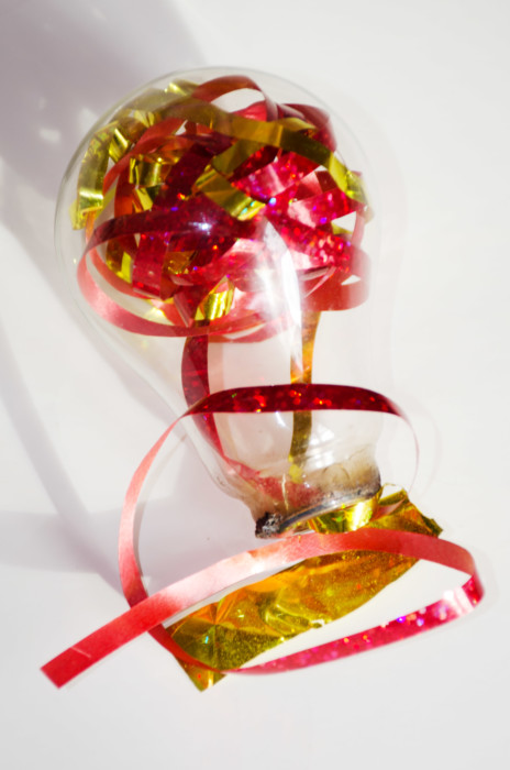 Стеклянные елочные шары из лампочки своими руками