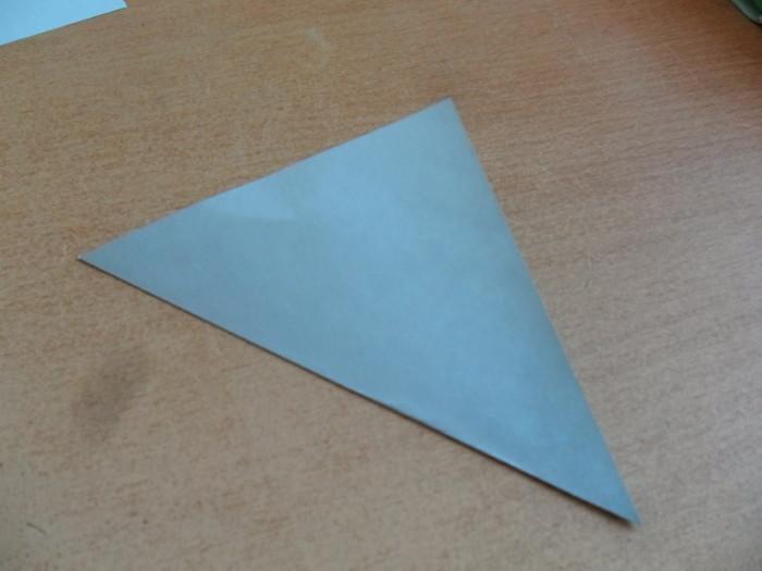 Объемная елка из цветной бумаги