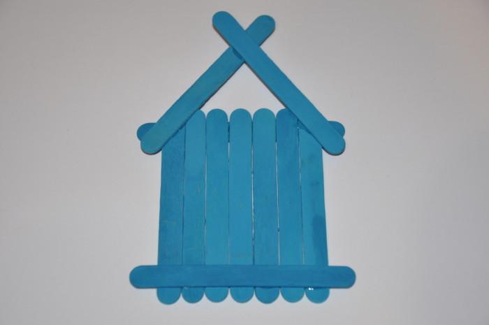 Новогодний домик из деревянных палочек своими руками