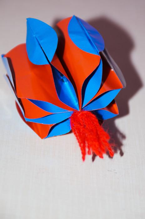 Новогодний елочный шар из бумаги своими руками