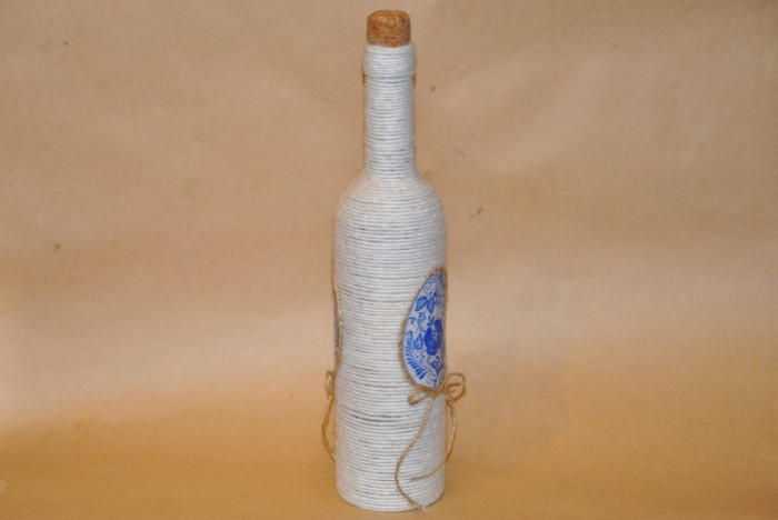 Пасхальный декор бутылок нитками своими руками