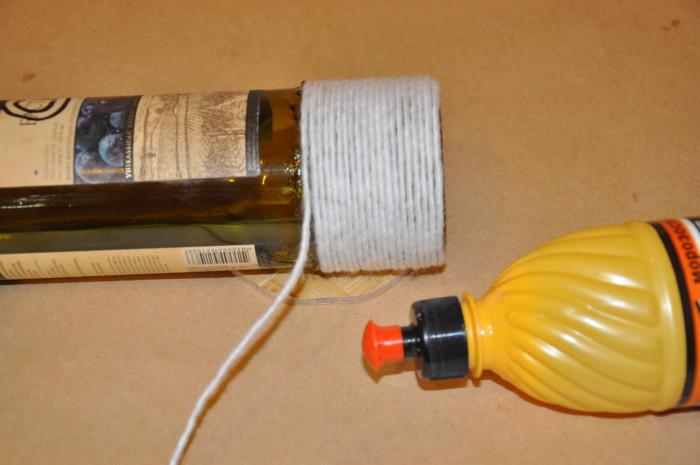 Красивый декор бутылок нитками своими руками на Пасху
