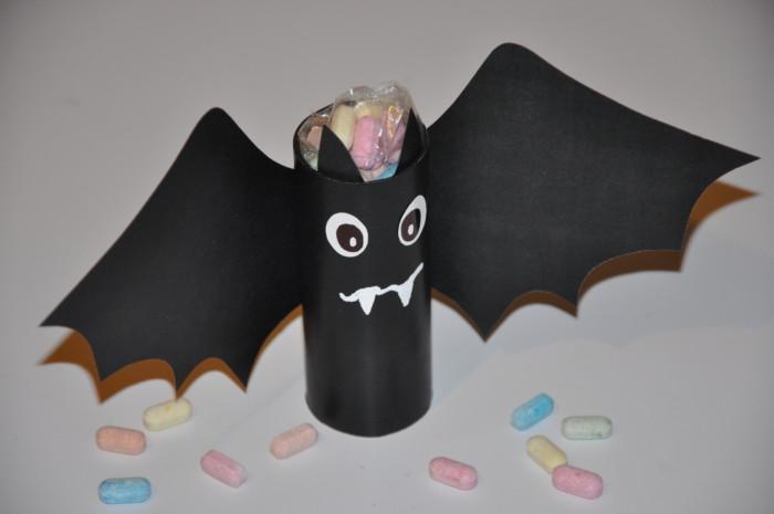 Упаковка конфет на Хэллоуин - Летучая мышь из бумаги и картона