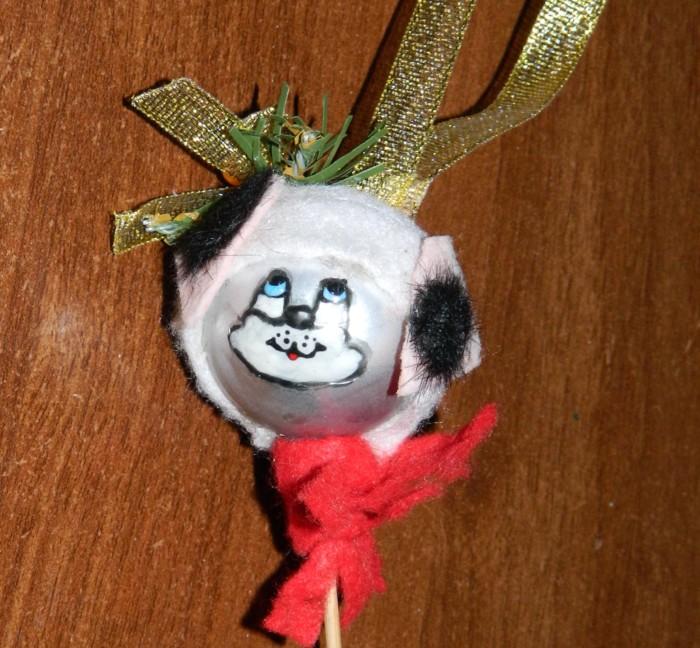Новогодняя собака из елочного шара своими руками