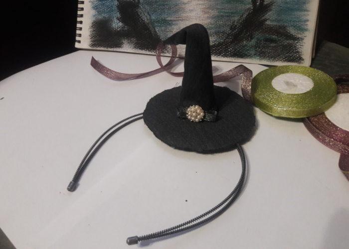 Шляпка ведьмочки на обруче - украшение на голову на Хєллоуин своими руками