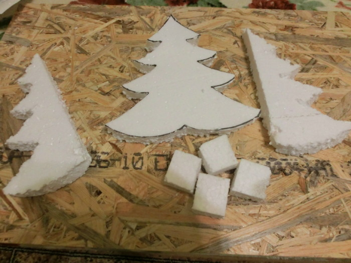 Новогодняя елка из атласных лент и пенопласта