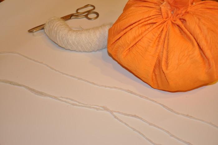 Тыква на Хэллоуин из подушки - как элемент декора