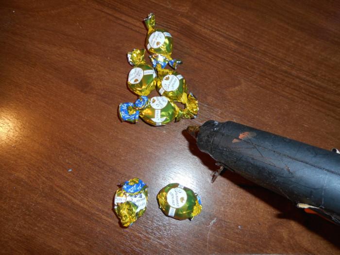 Оригинальный подарок из конфет своими руками