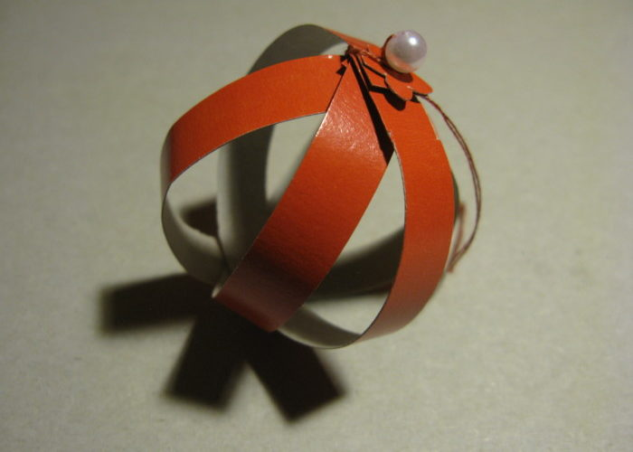 Объемный шар из цветной бумаги
