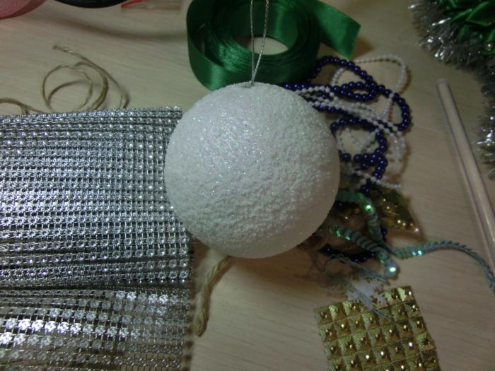 Объемные новогодние шары из пенопласта и шпагата своими руками
