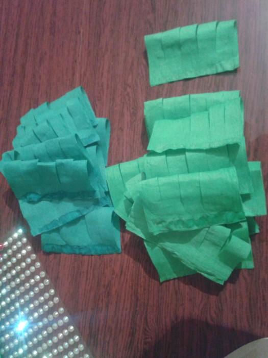 Объемная новогодняя елка из гофрированной бумаги своими руками