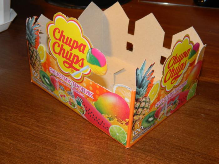 Как закрепить конфеты в букетах - корзина из картонной коробки своими руками