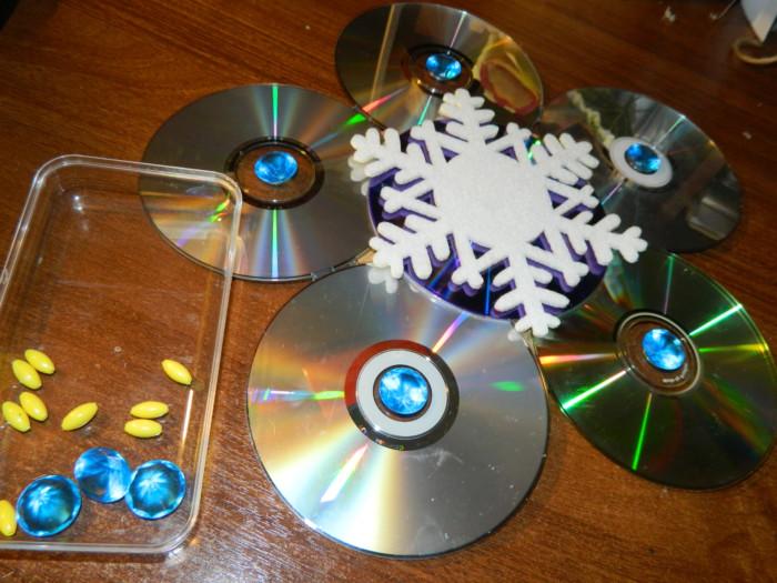 Новогодние часы из дисков
