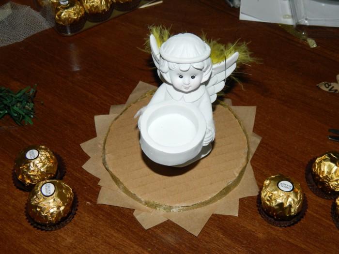 Простой букет из конфет с ангелом