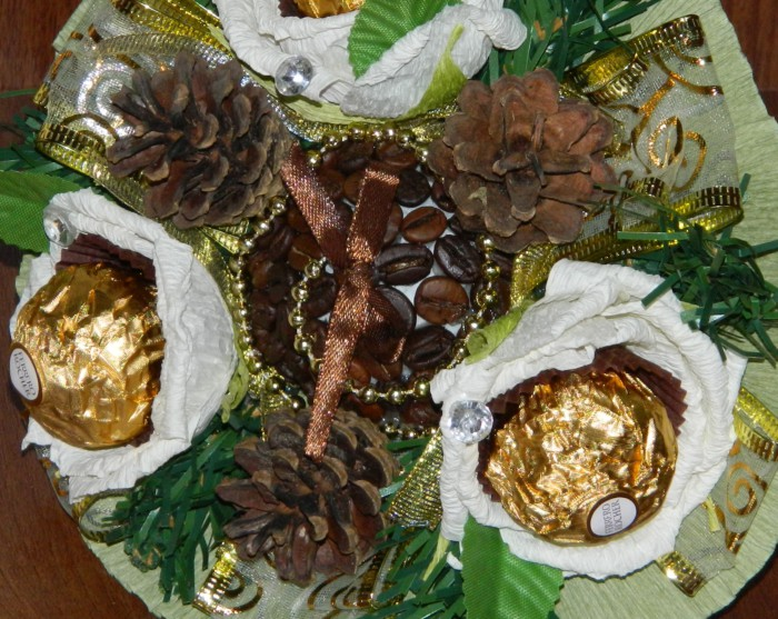 Подарочный букет из кофе и конфет своими руками