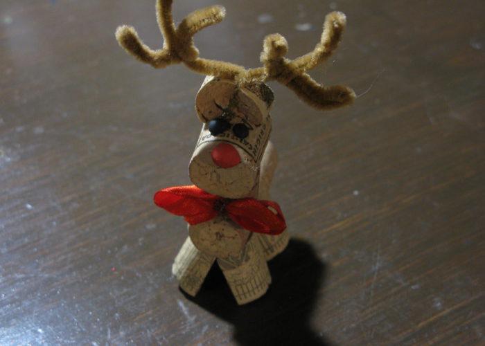 Новогодняя игрушка олень из пробок от вина своими руками
