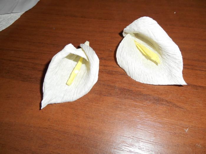 Каллы из гофрированной бумаги своими руками