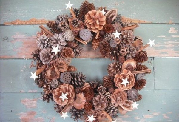 Входная дверь - новогодний декор в год Свиньи