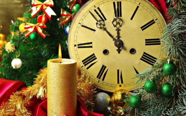 Классические новогодние обои на рабочий стол или телефон